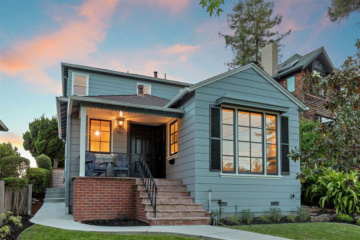 This Oakland home went for $1 million over asking price. Can you guess what the sale price was?