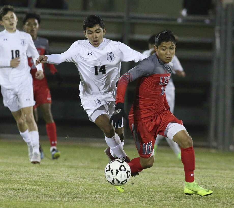 LEE and Wilmar Aguilar (10) are No. 1 in the Top Drawer Fab 50 and United Soccer Coaches/USA Today top 10 national rankings. Photo: Kin Man Hui, Staff Photographer / San Antonio Express-News / ©2019 San Antonio Express-News