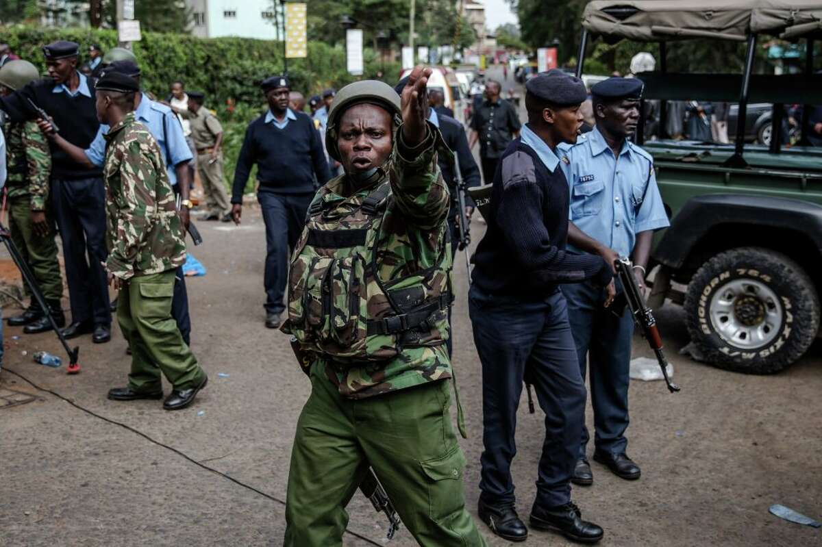 Members of Kenyan Security forces clear the entrance of the scene after the situation was taken under control after the terrorist attack at a hotel complex in Nairobi's Westlands suburb on January 16, 2019, in Kenya - Kenyan President Uhuru Kenyatta said on January 16, 2019 that all Islamists who had stormed an upmarket hotel complex had been