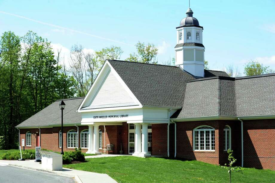 Edith Wheeler Memorial Library in Monroe Photo: Cathy Zuraw / Cathy Zuraw / Connecticut Post