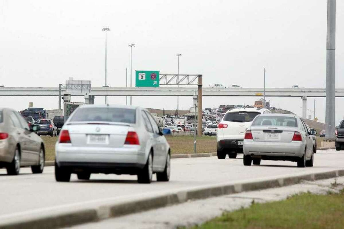Commuters are awaiting the start a planned pilot program to provide a park-and-ride service that will travel heavily congested Texas 288 from Pearland to the Texas Medical Center.