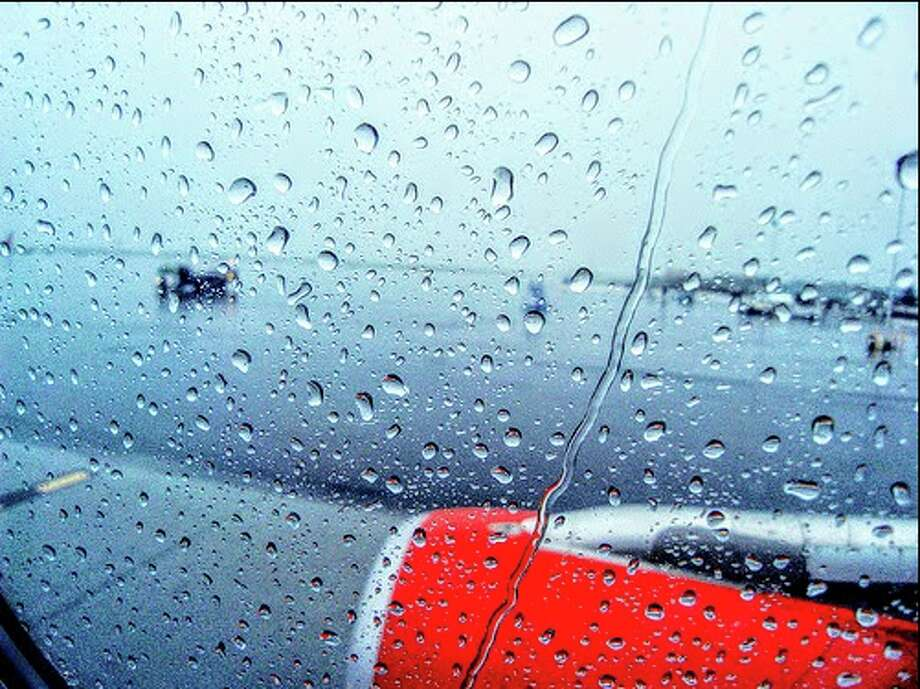 Rain at SFO caused hundreds of delays on Wednesday. Photo: Chris McGinnis