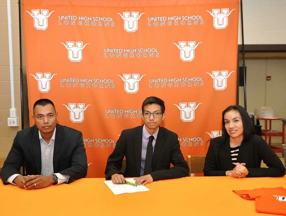 United's Alex Munoz signed Wednesday alongside his parents Jose and Paulina Munoz to run cross country at the University of Texas Rio Grande Valley. Photo: Courtesy Photo