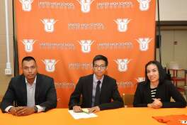 United's Alex Munoz signed Wednesday alongside his parents Jose and Paulina Munoz to run cross country at the University of Texas Rio Grande Valley.