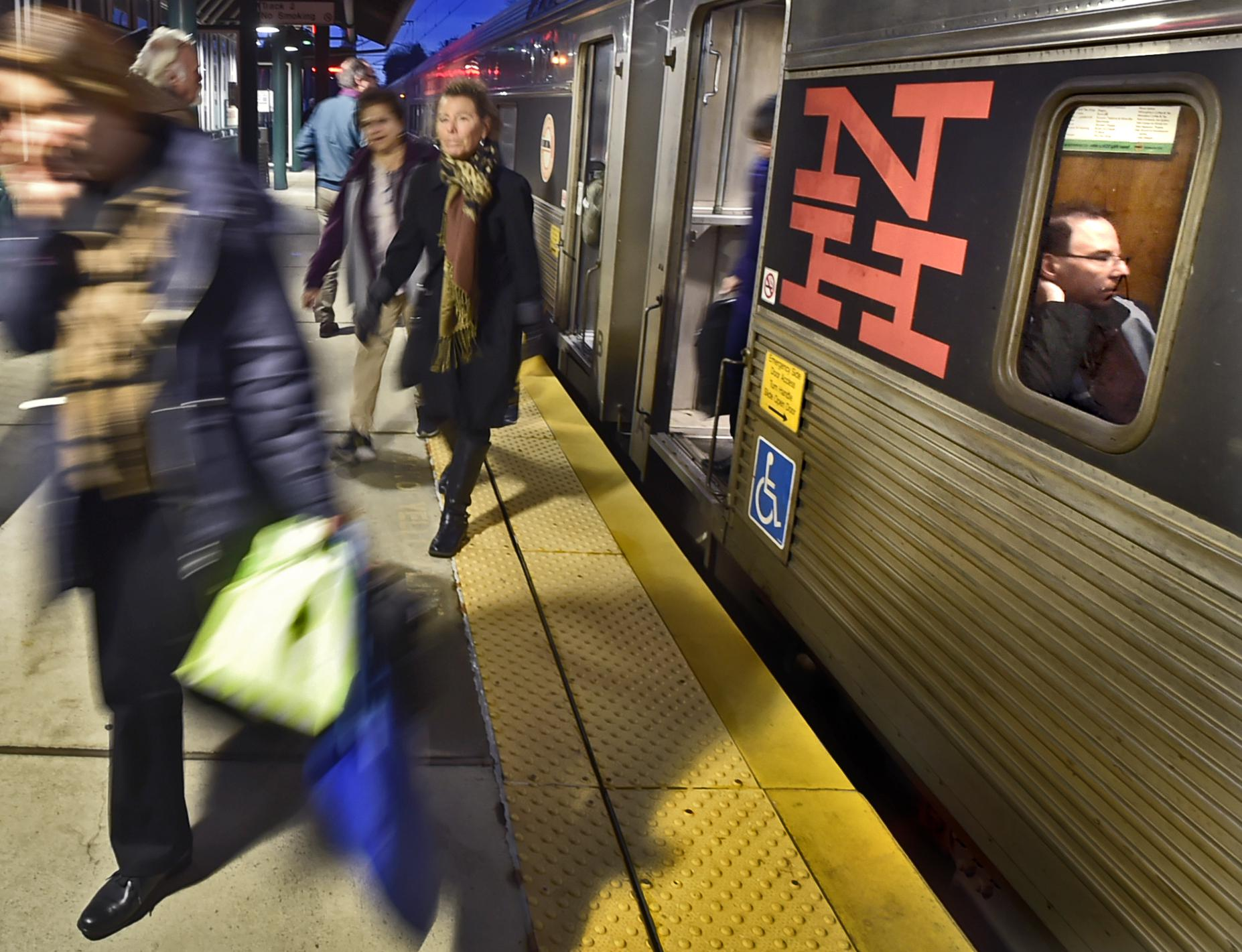 Railroads announce schedules, more trains for Thanksgiving holiday
