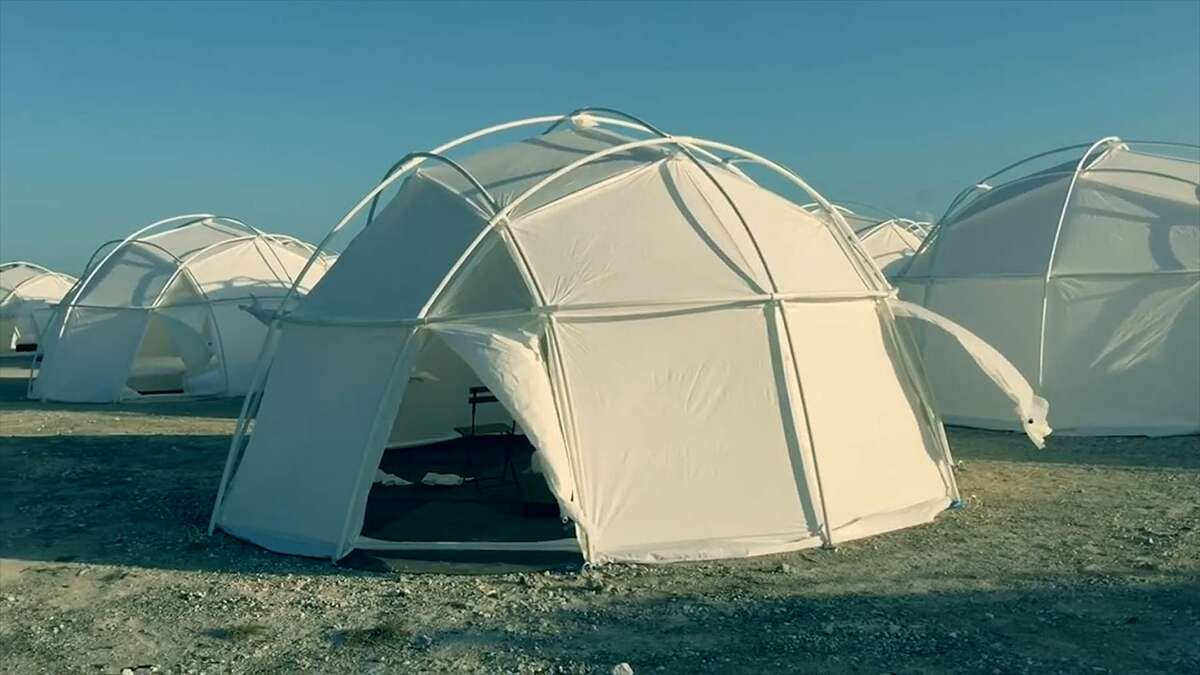 Luxury accommodations were promised at Fyre Fest. What they got were FEMA tents.