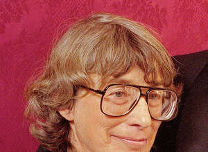 """FILE - In this Nov. 18, 1992 file photo, Mary Oliver appears at the National Book Awards in New York where she received the poetry award for her book """"New and Selected Poems."""" Oliver, a Pulitzer Prize-winning poet whose rapturous odes to nature and animal life brought her critical acclaim and popular affection, died Thursday at her home in Hobe Sound, Fla. The case of death was lymphoma. She was 83."""