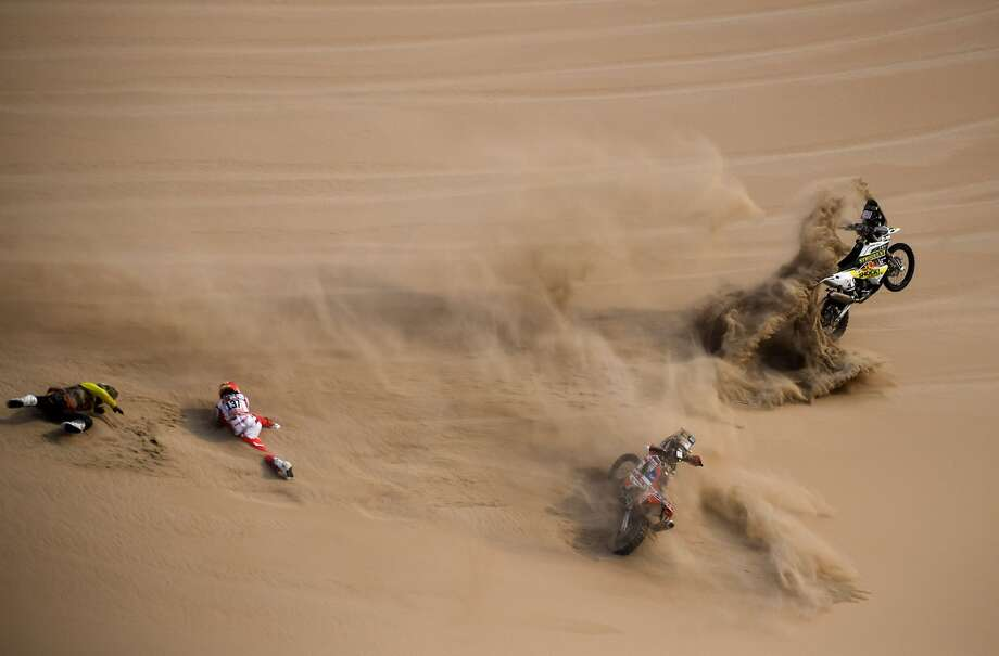Big Shock Racing's Jan Brabec (L) of Czech Republic and and KTM's Cesar Pardo of Peru, fall during the Stage 9 of the Dakar 2019 in and around Pisco, Peru, on January 16, 2019. Photo: FRANCK FIFE/AFP/Getty Images