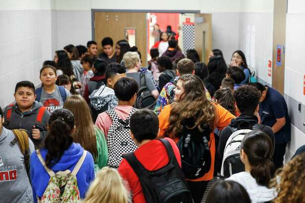 Cleveland Middle School students fill the hallway after lunch Monday Sept. 17, 2018 in Cleveland. Enrollment at Cleveland ISD has nearly doubled since 2014 from 3,800 to 6,500 students, straining the district and schools.