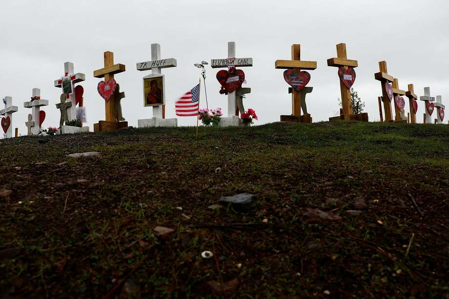 Crosses line Skyway Crossroad and Skyway to commemorate the Camp Fire deaths in Paradise, California, on Wednesday, Jan. 16, 2019. Photo: Gabrielle Lurie / The Chronicle