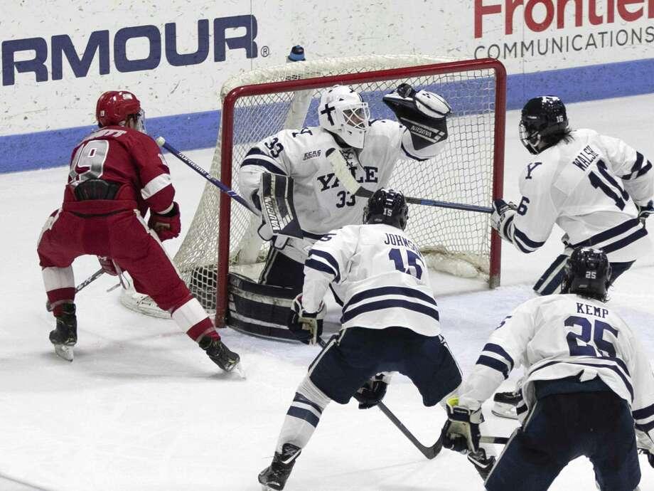 big sale e0c25 de344 Yale hockey team endured rare struggle with non-league ...