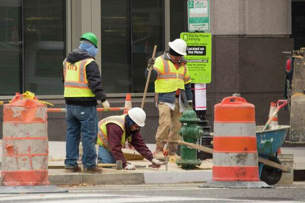 (FILES) In this file photo taken on December 8, 2017, men work on a construction site in Washington, DC. - Hiring surged in the US in August, and employers increased wages by the most in nearly a decade as the jobs markets showed no sign of slowing, the government reported on September 7, 2018. The unexpected hiring spree, which saw jobs sprout up in construction, transportation, wholesale trade, finance and health care, was a shot in the arm for President Donald Trump. The US economy added 201,000 new jobs, well above analyst expectations, while the unemployment rate held steady at an already-low 3.9 percent and wage gains gained ground on inflation. (Photo by mari matsuri / AFP)MARI MATSURI/AFP/Getty Images