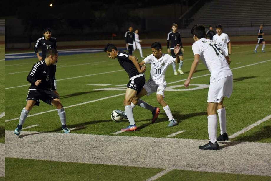 Adrian Martinez and Alexander had a scoreless draw with United South at the Hidalgo tournament Thursday after opening with a 10-0 win over IDEA Quest. Photo: Christian Alejandro Ocampo /Laredo Morning Times File / Laredo Morning Times
