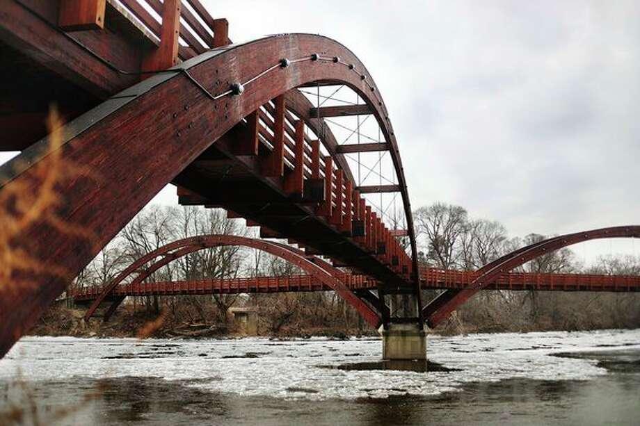 Ice floats down the river underneath the Tridge on Thursday morning. (Katy Kildee/kkildee@mdn.net)