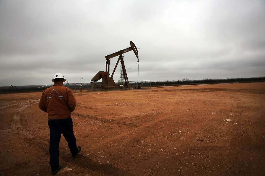 GARDEN CITY, TX - FEBRUARY 05:  An oil well owned an operated by Apache Corporation in the Permian Basin are viewed on February 5, 2015 in Garden City, Texas.  Photo: Spencer Platt, Getty Images