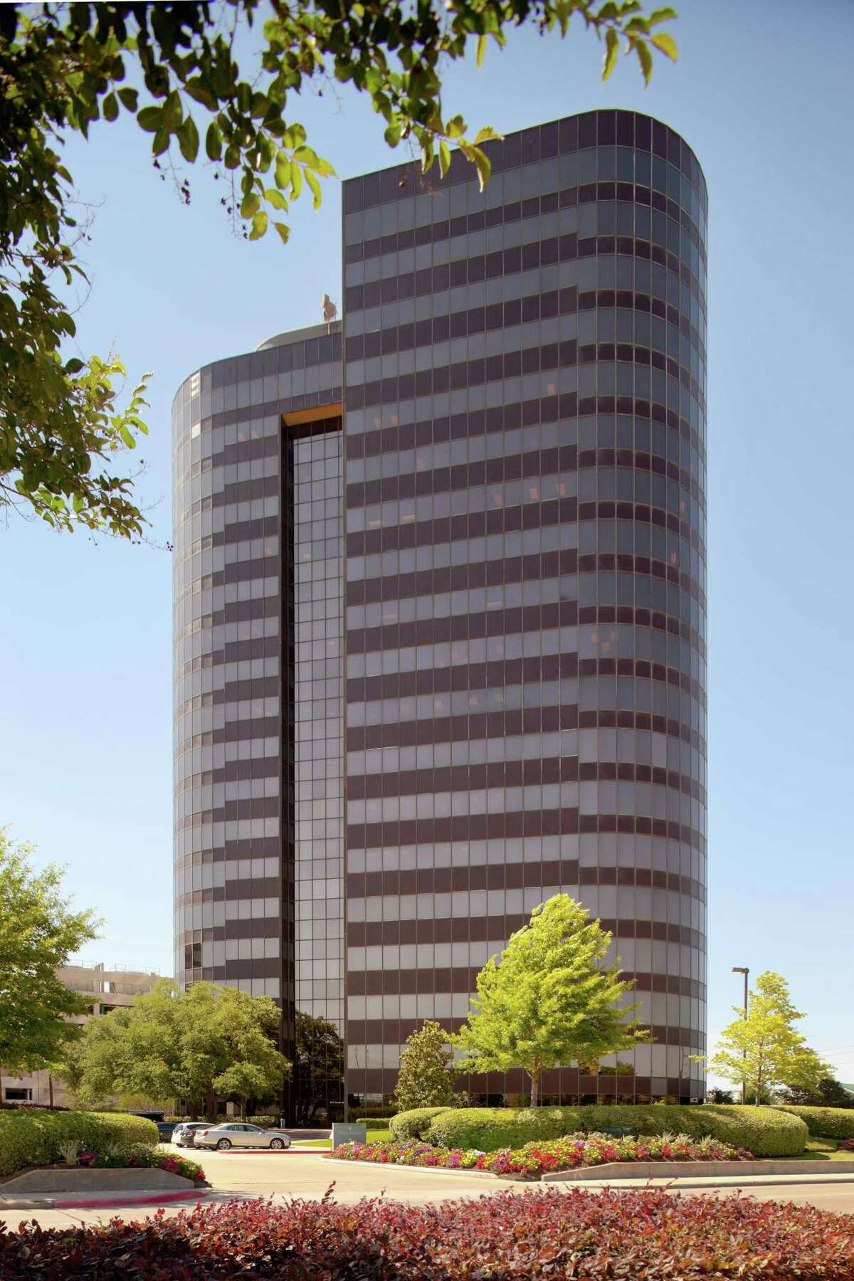363 North Belt was completed in 1982 and renovated from 2016 to 2019. Realty.com has purchased the building.