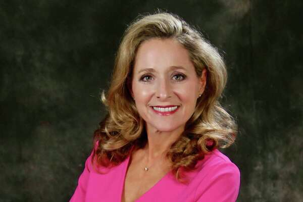 Shelly Vitanzahas been named Lamar University public affairs director. The Monsignor Kelly Catholic High School and Texas A& University graduate previously managed the Beaumont Enterprise?'s VIP magazine and other specialty publications.