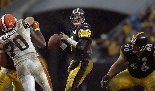 Tommy Maddox, Hurst Bell (1992-95, 2001-05)  NFL playoff record: 1-1 (Steelers) Photo: DAVID MAXWELL/AFP/Getty Images