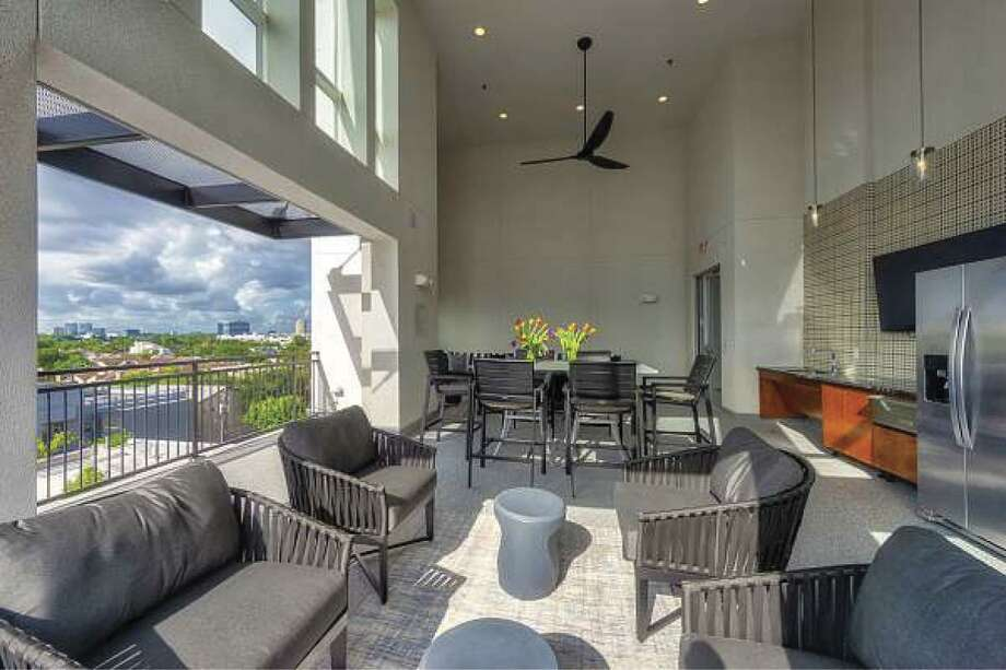 Residents can enjoy an outdoor lounge area with city views.