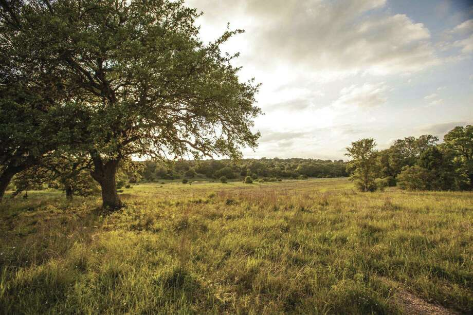 In the 3,900-acre Vintage Oaks, homesites range from 1 to 14 acres and feature Hill Country views, unforgettable sunsets and sunrises, and sprawling, mature oaks.