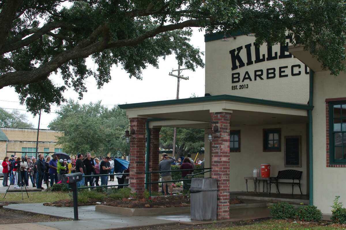 Furloughed federal workers wait in line to eat free BBQ served at Killen's BBQ in Pearland Friday, Jan 18.