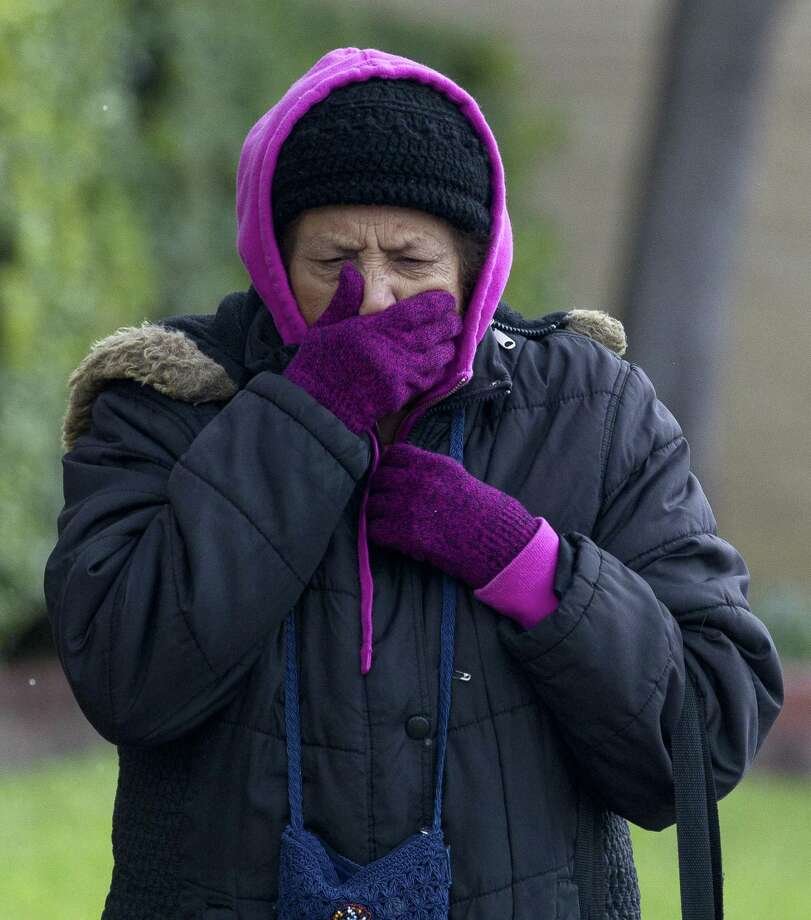 Mary Pursulas, left, covers her mouth from the chilly wind as temperatures dipped into the low 30s resulting in a wintery mix, Tuesday, Nov. 13, 2018. Photo: Jason Fochtman, Houston Chronicle / Staff Photographer / © 2018 Houston Chronicle