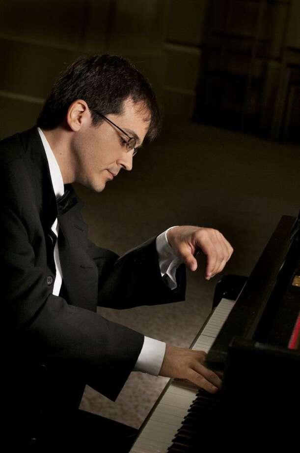 Pianist Viktor Valkov joined the San Antonio Symphony on Friday night. Photo: Vanessa Briceno /Vanessa Briceno