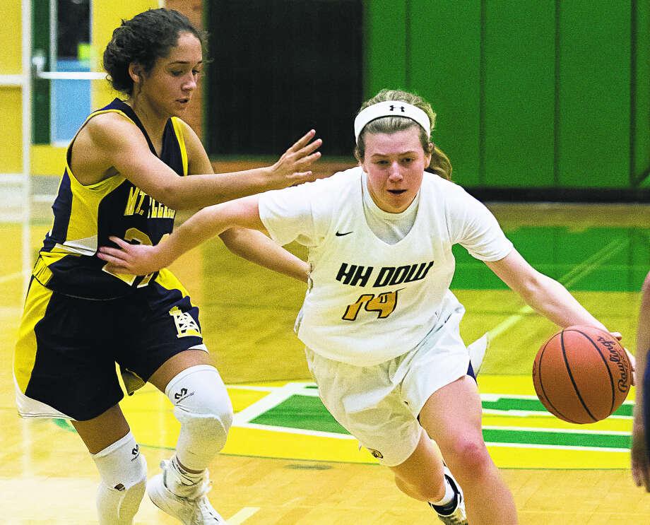 Dow High's Molly Davis brings the ball upcourt vs. Mount Pleasant earlier this season. Photo: Daily News File Photo