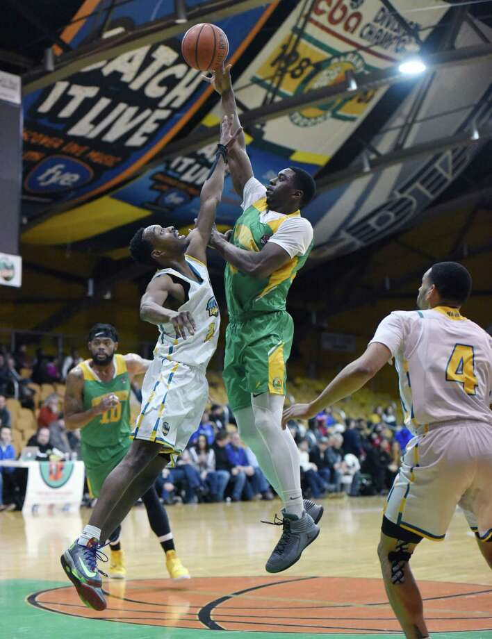 Patroons forward Stephen Cunningham jumps up toward the basket during a game against San Diego Friday, Jan. 18, 2019 at the Washington Avenue Armory Albany, N.Y. (Phoebe Sheehan/Times Union) Photo: Phoebe Sheehan, Albany Times Union / 20045937A