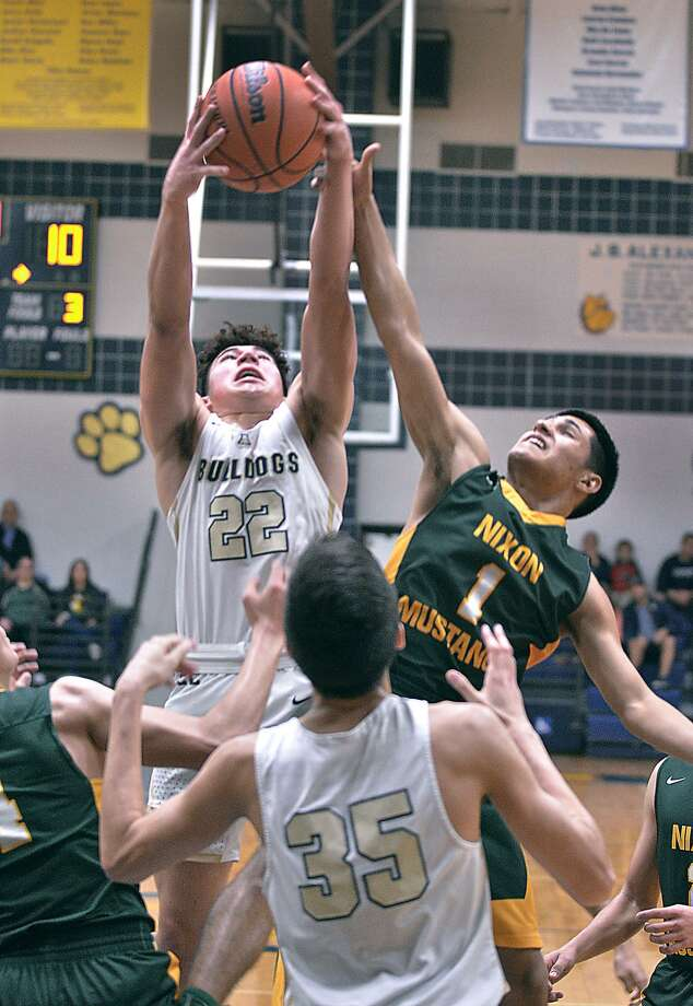 Jonathan Garcia and Nixon host Donny Ethridge and Alexander at 7:30 p.m. Tuesday with second place in District 29-6A on the line. The Bulldogs won 62-60 at home in the first round. Photo: Cuate Santos /Laredo Morning Times File / Laredo Morning Times