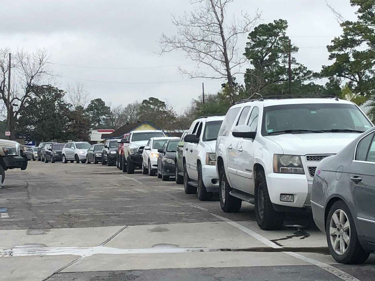 30 minutes before it was scheduled to open on the afternoon of Friday, Jan. 18, the line waiting for the Crawfish Shack drive-thru to open stretched past the parking lot onto FM 2100