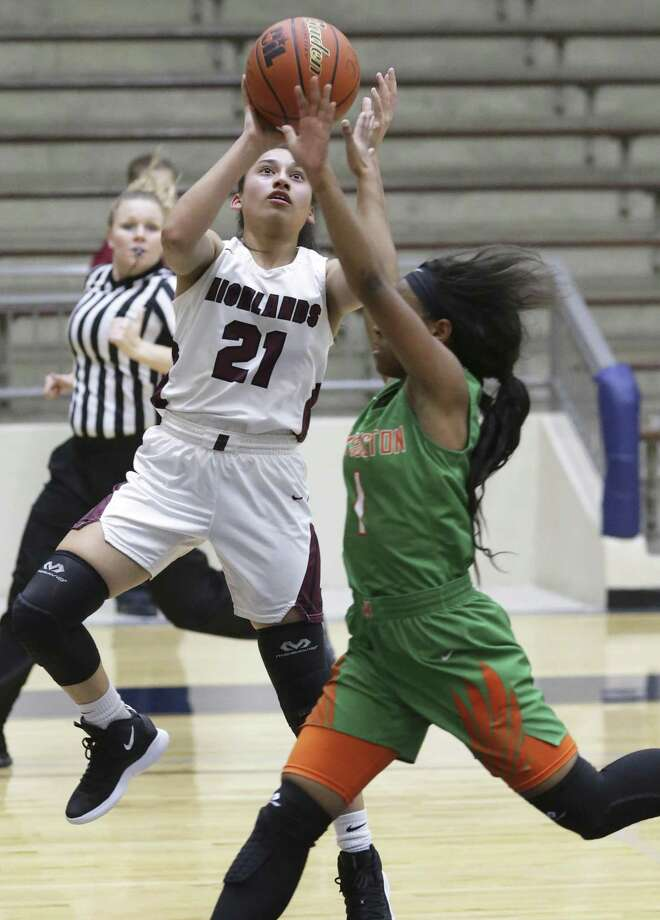 Aizlyn Reyes gets off a runner for the Owls over Khadija Derry as Sam Houston plays Highlands in girls basketball at the Alamo Convocation Center on January 18, 2019. Photo: Tom Reel /Staff Photographer / 2019 SAN ANTONIO EXPRESS-NEWS