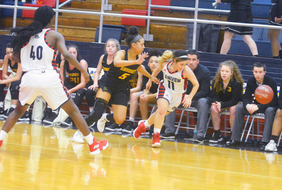 Plainview Lady Bulldogs sophomore Emily Sigala (right) beats Amarillo High Lady Sandies senior Tatym Barnes (5) to a loose ball during a District 3-5A girls basketball game on Friday in Plainview. Lady Bulldog Jaclynn Black (40) provides Sigala with backup on the play. Photo: Alexis Cubit/Plainview Herald