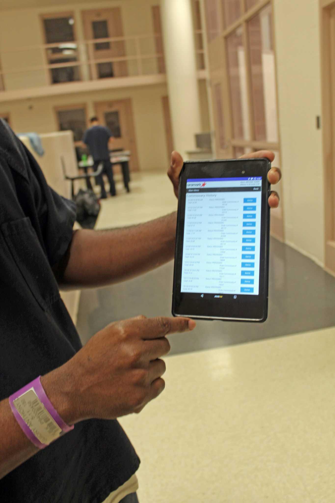 Fort Bend County Sheriff's Dept  pilots computer tablet
