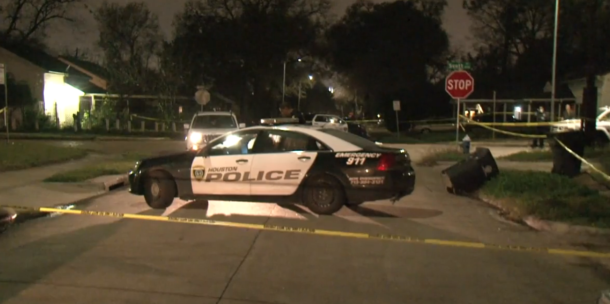 Police seeking murder suspect after south Houston shooting