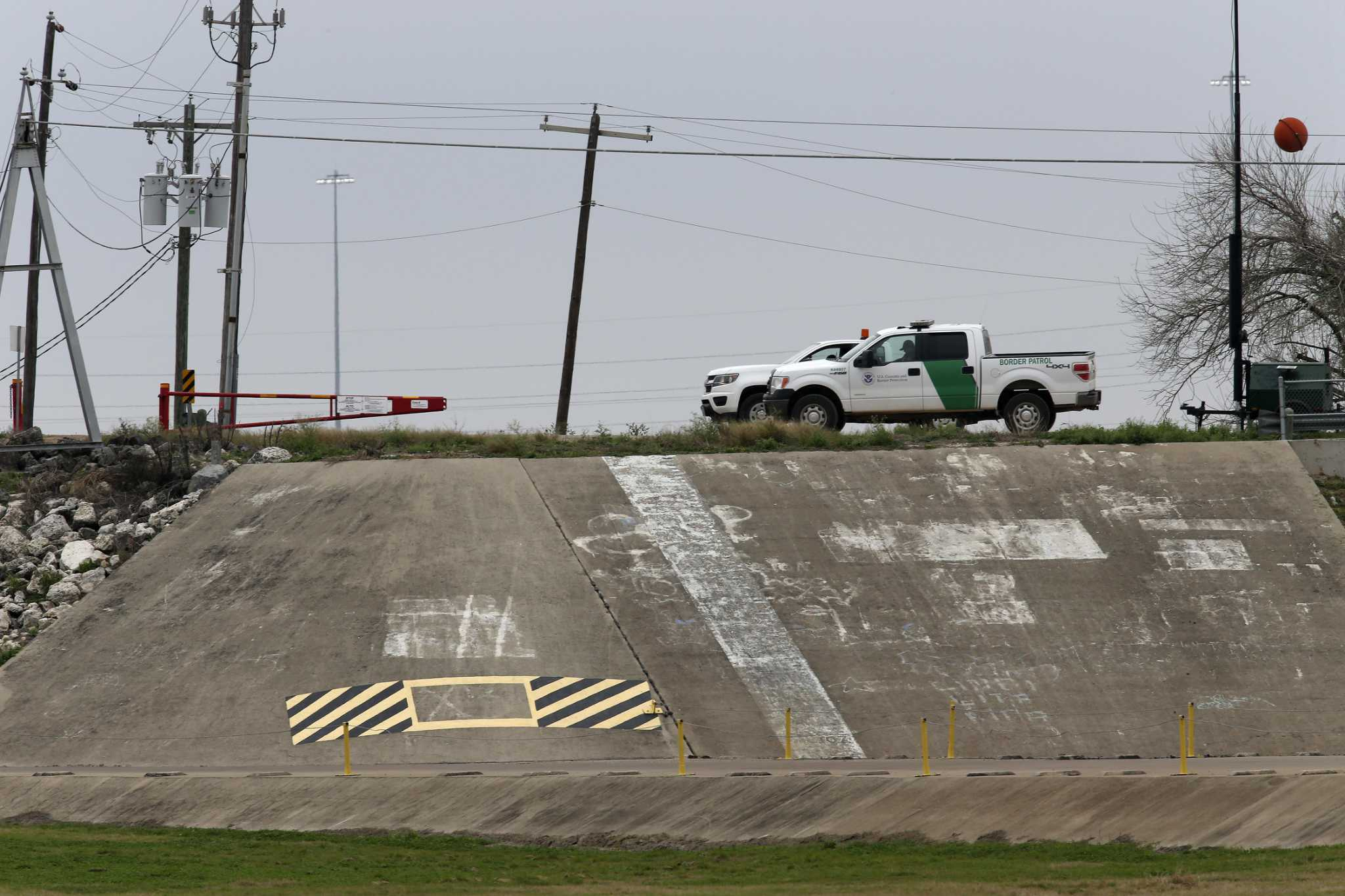 Woman, toddler, 2 infants found dead in far South Texas