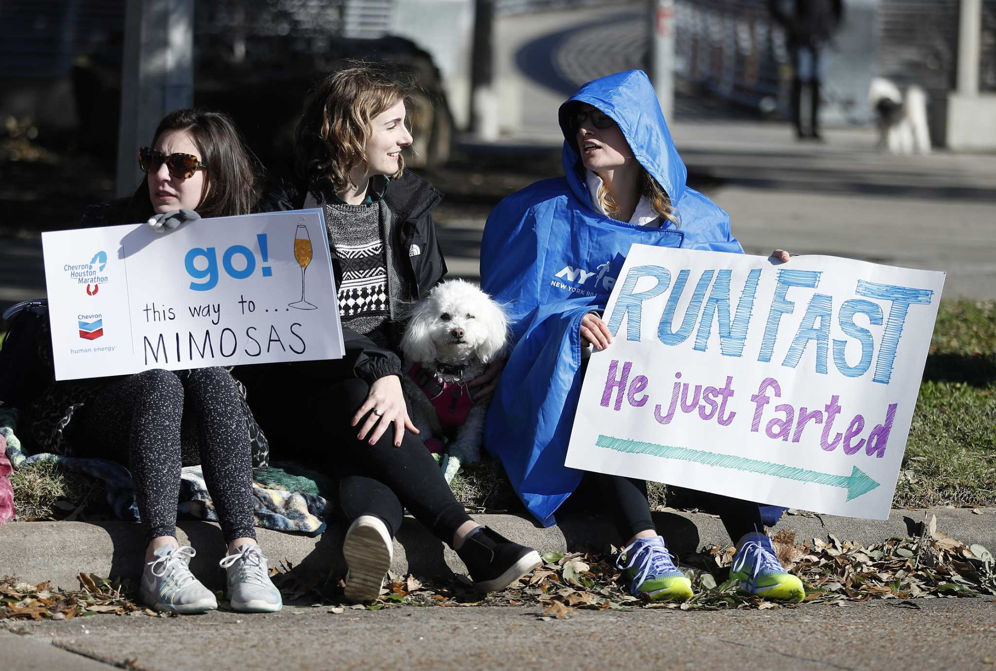 Humor helps keep the chill off Houston's marathon runners