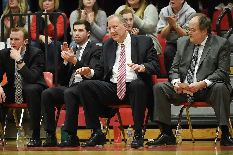 Coach John Pinone, second from right, and the Cromwell boys basketball team are 11-0 and one of three unbeatens in CIAC Division IV. Photo: Catherine Avalone / Hearst Connecticut Media File Photo / New Haven Register