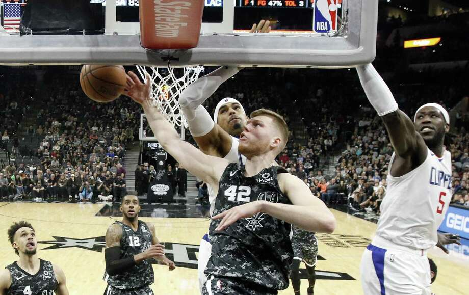 Davis Bertans #42 of the San Antonio Spurs shoots over Clippers on Sunday, January 20, 2019 at AT&T Center. Photo: Ronald Cortes/Contributor / 2019 Ronald Cortes