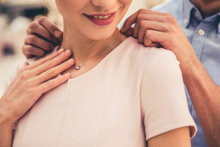 Dear Abby: Girlfriend may not be satisfied with ring without proposal
