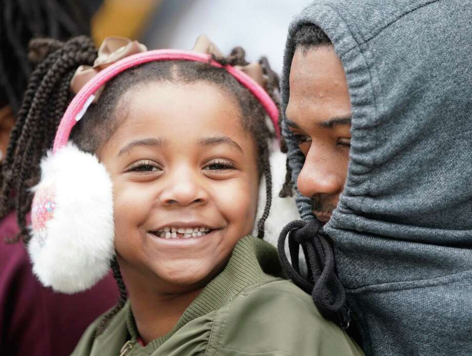 India Everhart, 5, left, and her dad, Anthony Everhart, right, try to keep warm as they wait to watch the Black Heritage Society's 41st Annual Original MLK, Jr. Day Parade Monday, January 21, 2019 in Houston. Photo: Melissa Phillip, Houston Chronicle / Houston Chronicle