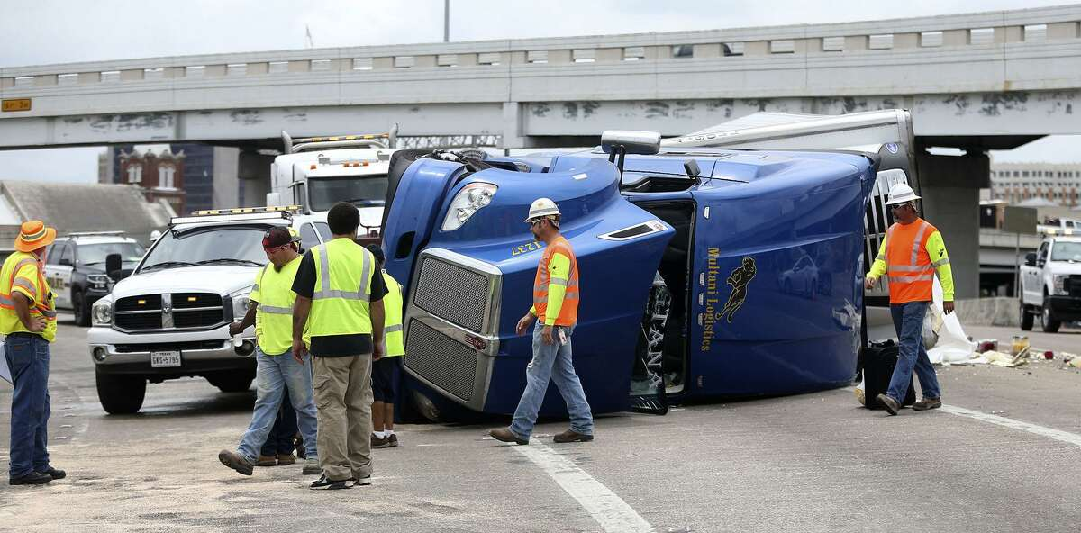 A crew in 2017 works to clean up a wreck on the interchange connecting I-35 southbound to I-10 westbound. A reader has a solution to the accidents on this stretch of highway.