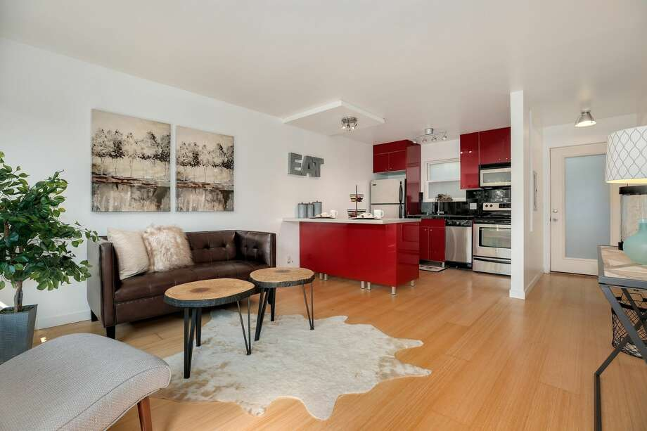 This modern condo is in a unique boutique building on a quiet street just off the main drag. The south-facing one-bedroom has bright bamboo flooring, an updated kitchen, and a subway tile in the bath. Don't miss the large private patio or the in-unit washer/dryer!