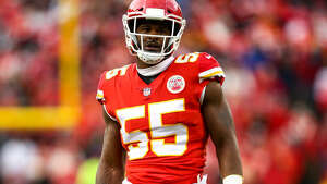Chiefs linebacker Dee Ford drew a crucial offside penalty against the New England Patriots on Sunday. (Getty Images)