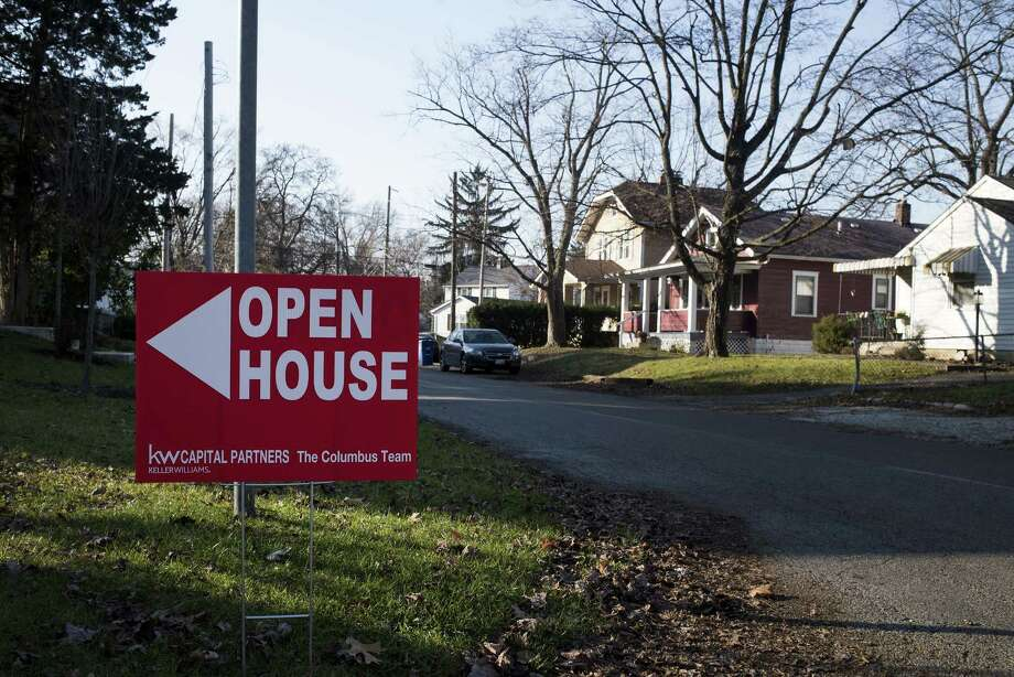 "An ""Open House"" sign is displayed in the front yard of a home for sale in Columbus, Ohio, on Dec. 3, 2017. Photo: Bloomberg Photo By Ty Wright. / © 2017 Bloomberg Finance LP"