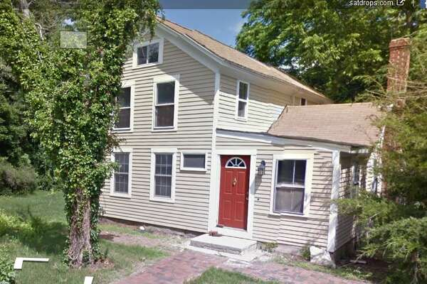 102 Glenwood Road in Clinton recently sold for $208,000.