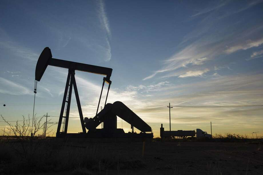 Oil has rallied around 11% since early October as the world's two largest economies moved closer toward a limited trade agreement, prompting hedge funds to cautiously revive bets on rising prices. Photo: Angus Mordant / Bloomberg / © 2018 Bloomberg Finance LP