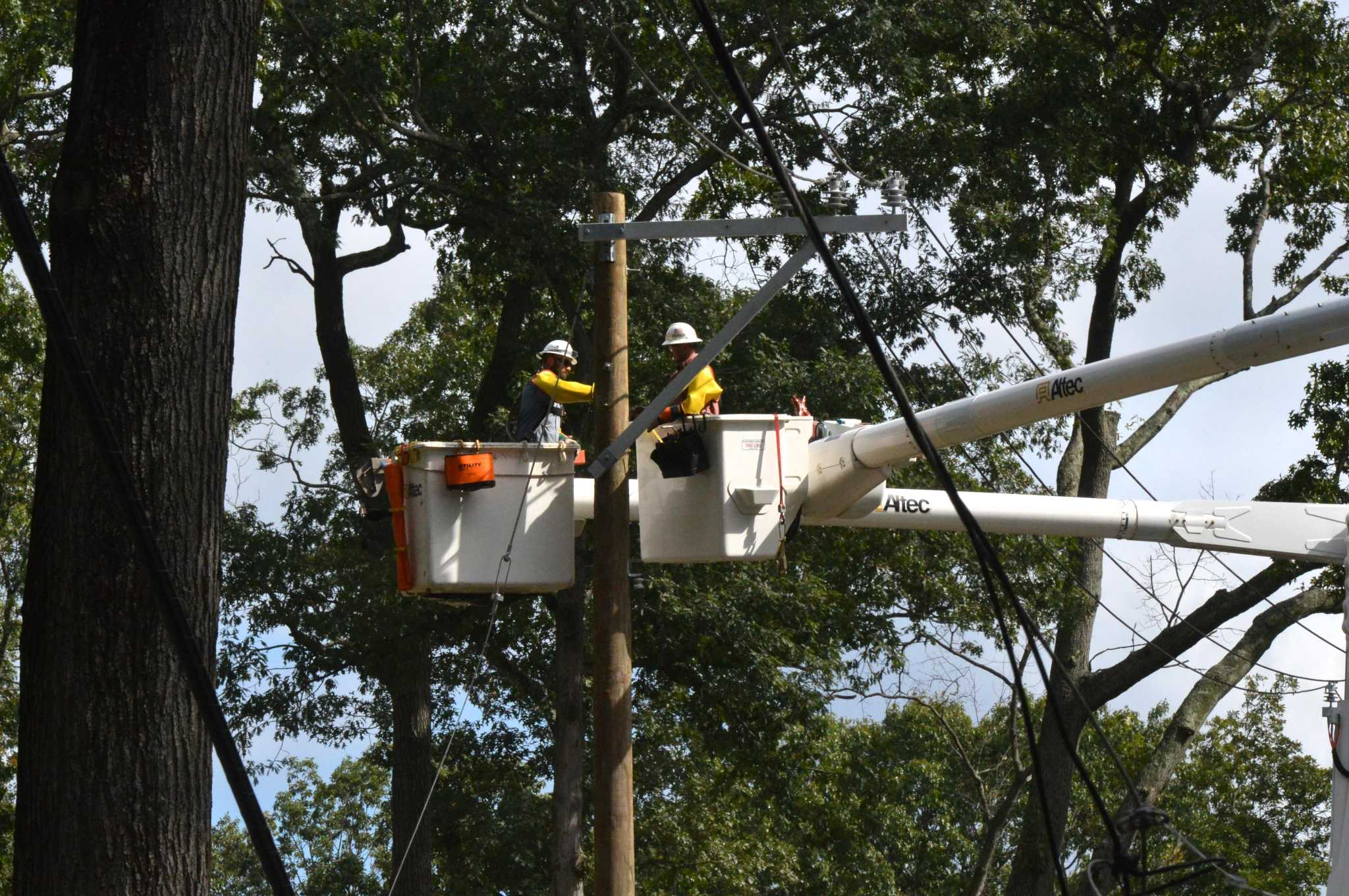 Connecticut OKs $141M in charges for storm recovery