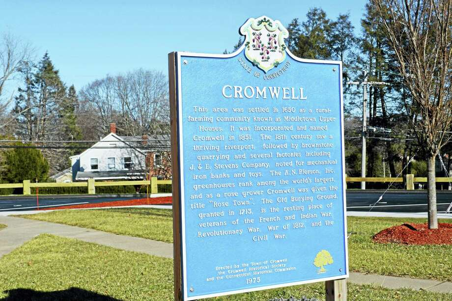 Town of Cromwell sign Photo: / Hearst Connecticut Media File Photo