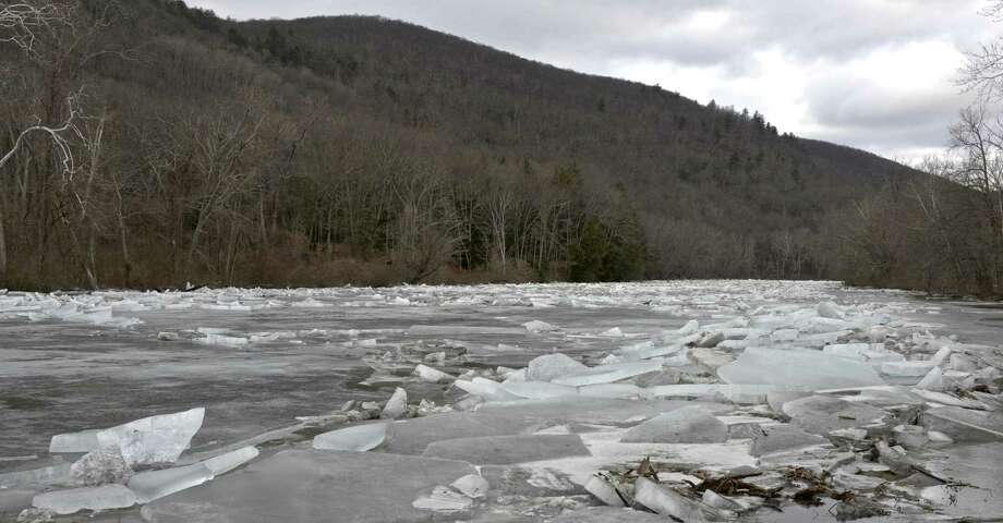 Photographs from Housatonic River ice jam and Route 7 flooding in Kent, Conn, on Wednesday, January 24, 2018. Photo: H John Voorhees III / Hearst Connecticut Media / The News-Times